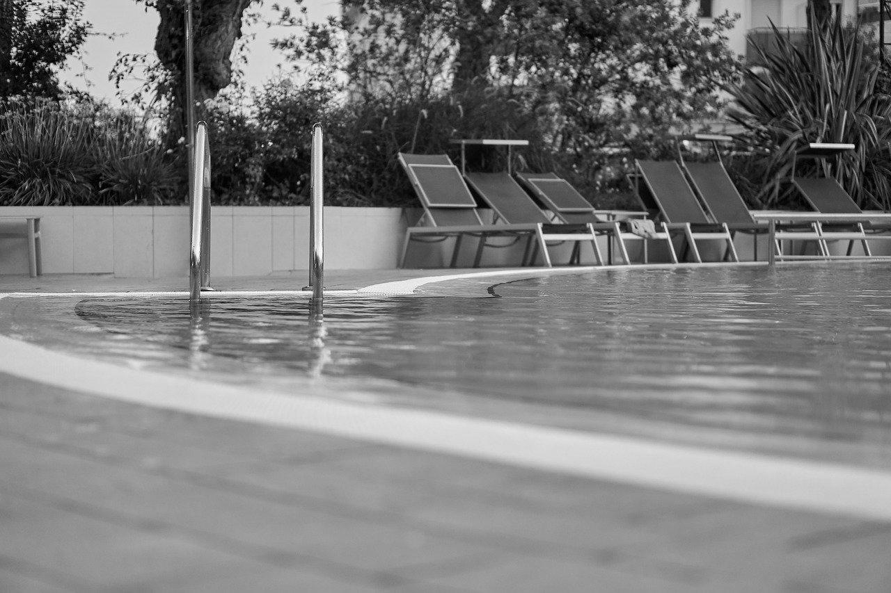 Carrelage piscine antidérapant Ardèche 07