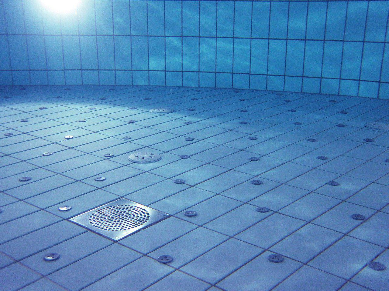 Carrelage piscine antidérapant Martinique 972