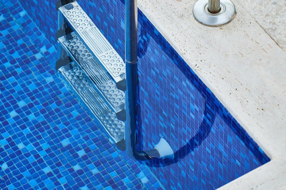 Devis Carrelage piscine antidérapant à Amiens 80000