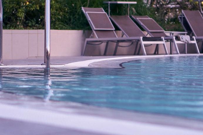 Devis Carrelage piscine antidérapant à Bagnols-sur-cèze 30200