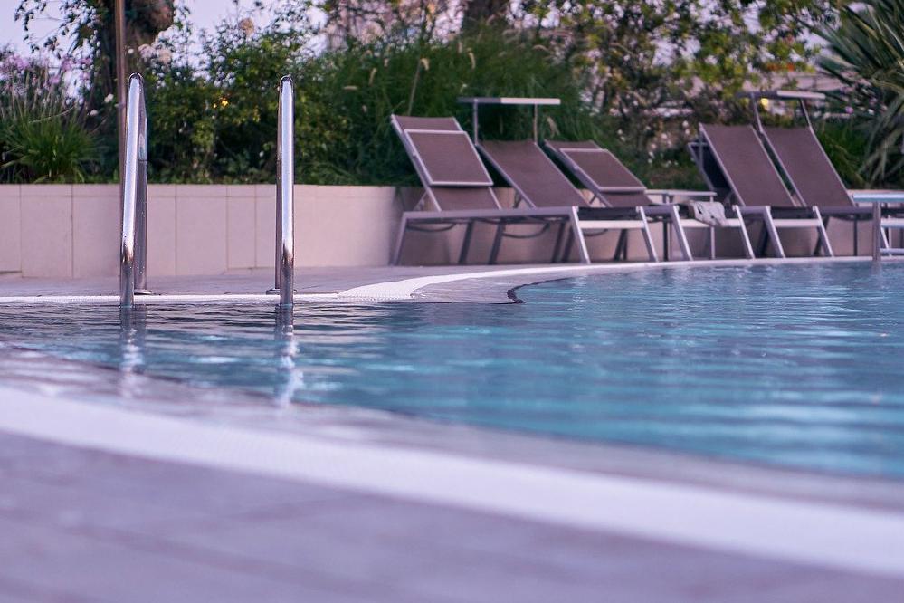 Devis Carrelage piscine antidérapant à Chamonix-mont-blanc 74400