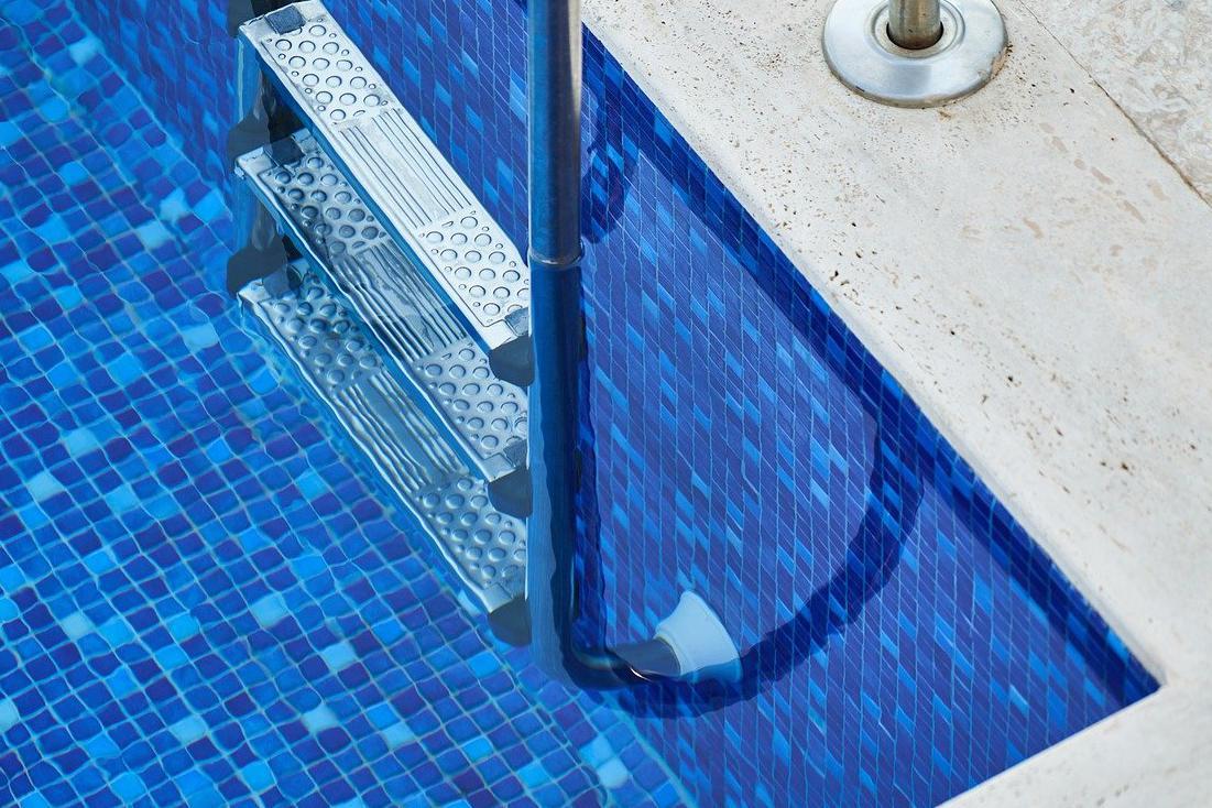 Devis Carrelage piscine antidérapant à Cuers 83390