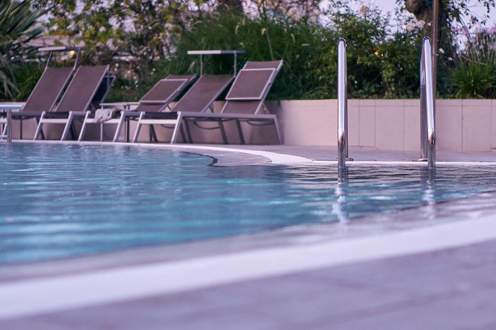 Devis Carrelage piscine antidérapant à Fleury-mérogis 91700