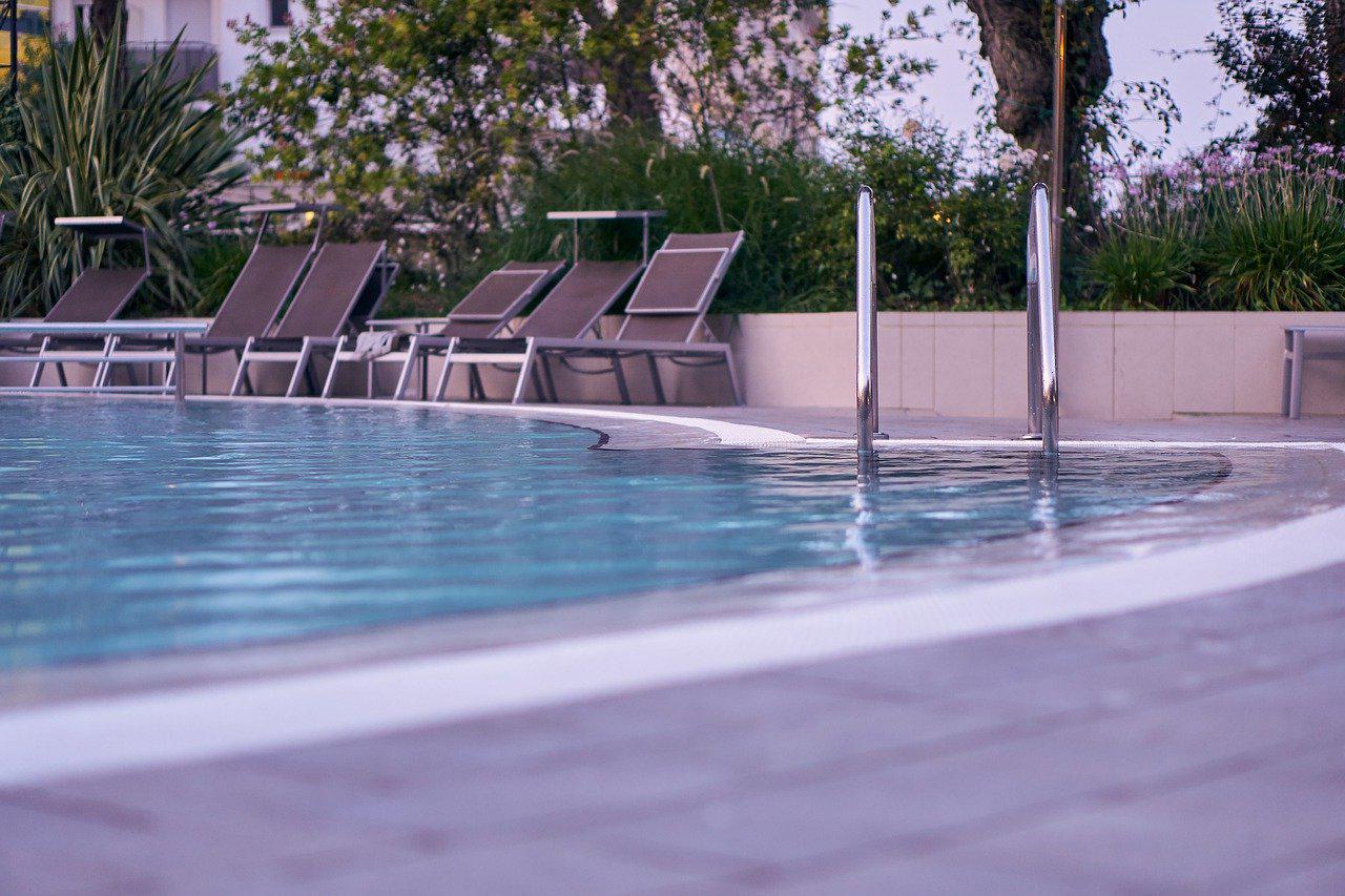 Devis Carrelage piscine antidérapant à Hyères 83400