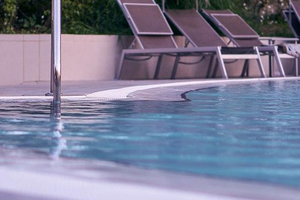Devis Carrelage piscine antidérapant à Montesson 78360
