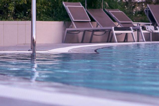 Devis Carrelage piscine antidérapant à Nevers 58000