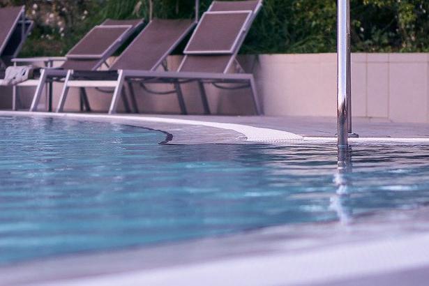 Devis Carrelage piscine antidérapant à Pontoise 95000