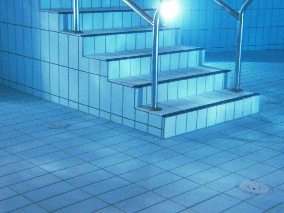 Devis Carrelage piscine antidérapant à Shoelcher 97233