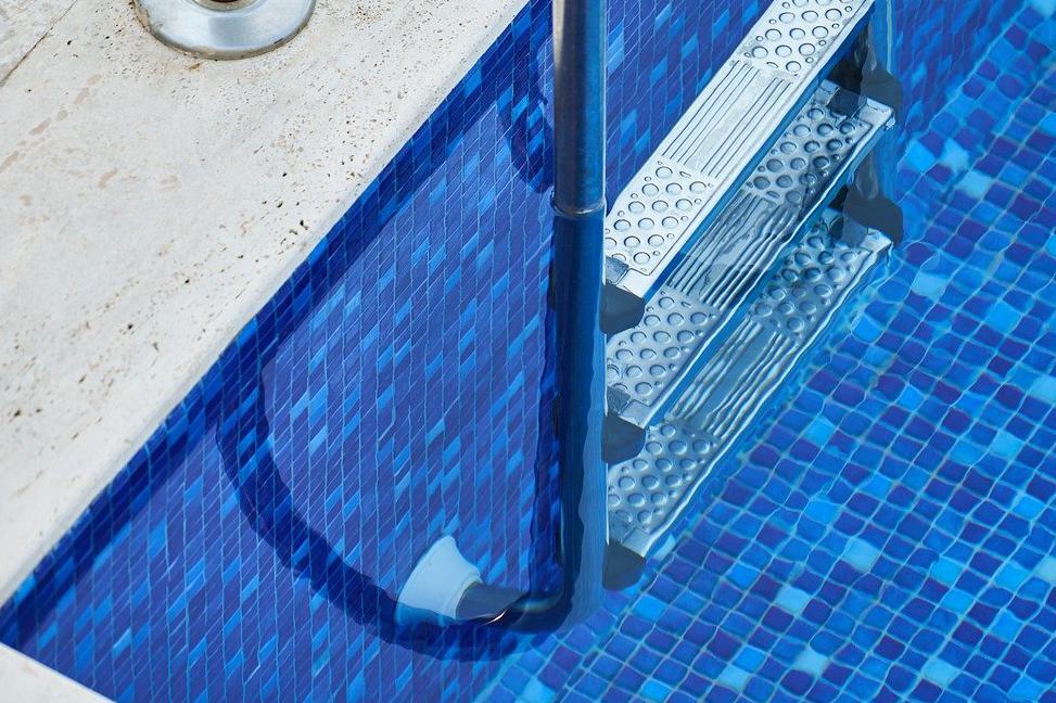 Devis Carrelage piscine antidérapant à Voisins-le-bretonneux 78960